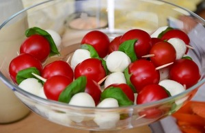 Caprese salad is in the colors of Italian flag.